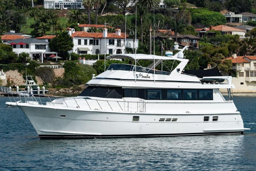 hatteras 70 motor yacht review