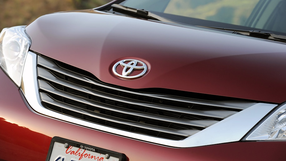 2011 toyota sienna limited review