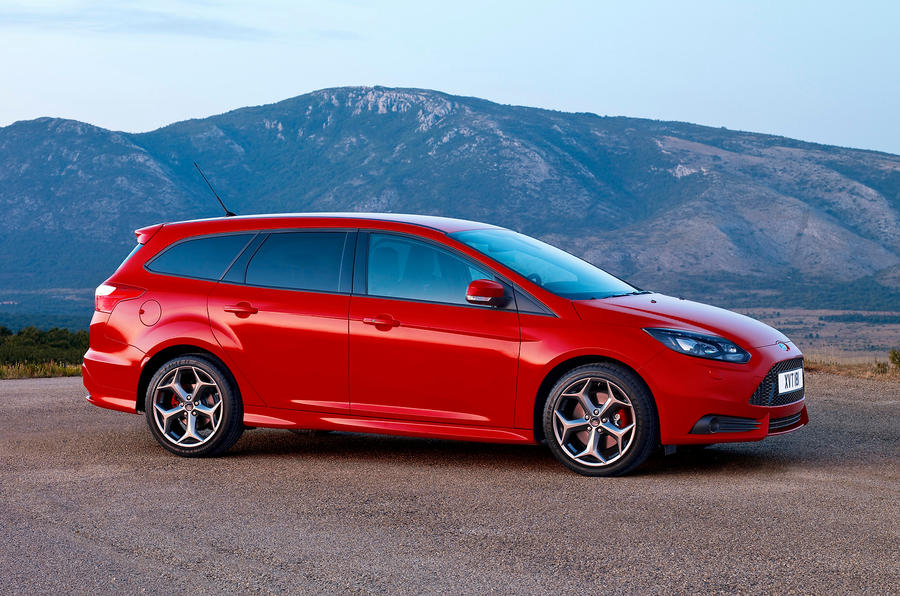 ford focus station wagon review